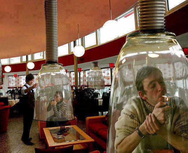 Restaurant au Japon où les fumeurs sont dans leur bulles!